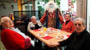 El Rotary Club del Prat celebra la 29ª merienda dedicada a los mayores de la Residència D'Avis Penedès, a medida del covid-19