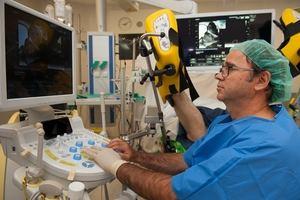 Momento de la realización de una biopsia por fusión de imágenes en el Hospital Universitario de Bellvitge.