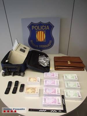 Mossos d'Esquadra detenen a dues persones per una estafa de 43.000 euros a través de la xarxa