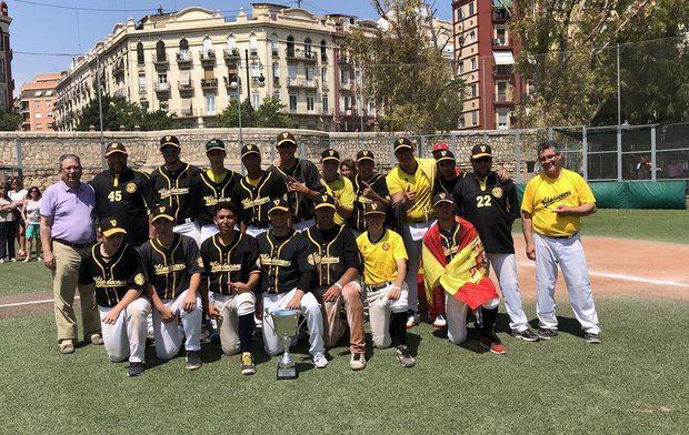 Jugadores del CB Viladecans Sub-18, campeones de España de béisbol.