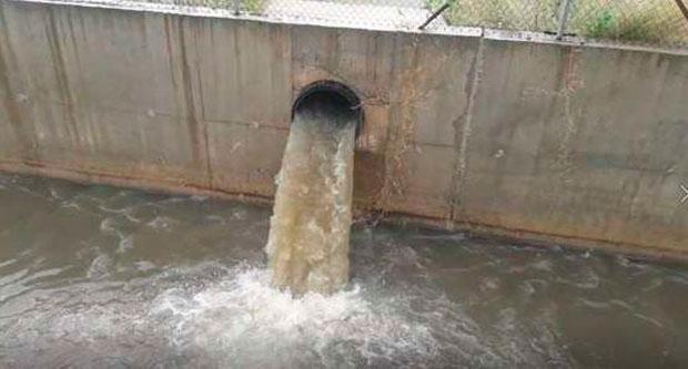 Denúncia per un greu abocament d'aigües fecals a Castelldefels durant el confinament