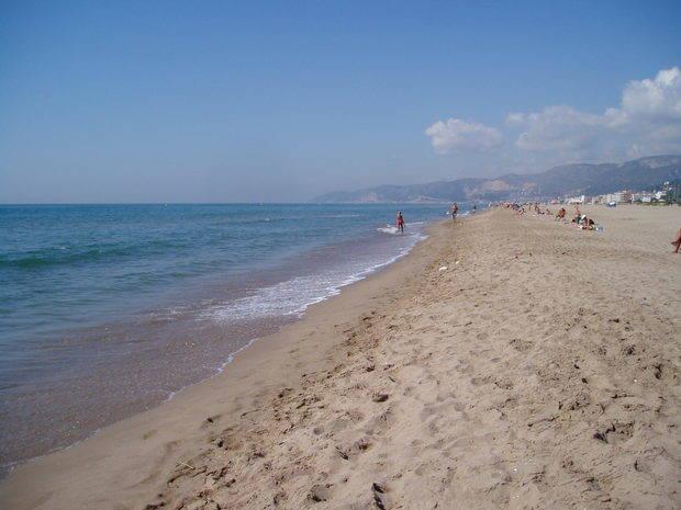 Les Banderes Blaves només ondejaran a les platges de Castelldefels