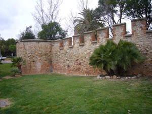 El muro de cierre del castillo de Castelldefels ya tiene proyecto de reparación
