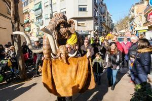 El pasacalle de los mamuts en Viladecans