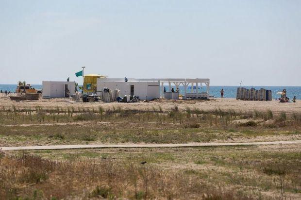 Los chiringuitos de la playa de Castelldefels no pagarán por el tiempo que han estado inactivos