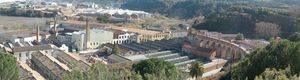 Fins a 21 dotacions treballen en una represa d'un incendi a una nau industrial d'Esparreguera