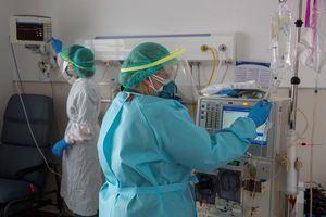 Los positivos por coronavirus en El Baix Llobregat y L'Hospitalet sufren un repunte y rozan los 5.700