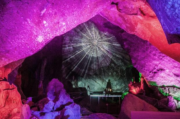 Collbató reabre las Cuevas de Montserrat con una espectacular bienvenida audiovisual
