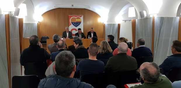 Ibáñez -en el centro- junto a los diputados Alonso y Castel durante la primera jornada de Charlas Ciudadanas 2019 en Gavà.