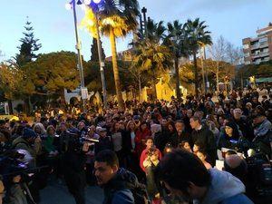 Un momento de la concentración de ayer en Castelldefels de rechazo al ataque a Cal Ganxo.