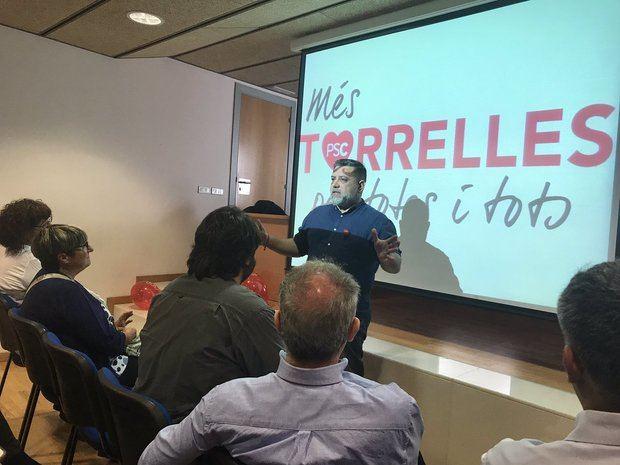 Una imagen de la presentación de la candidatura socialista en Torrelles, con Martínez en el centro.