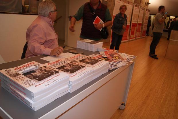 La exposición itinerante sobre L'Estaca llega al Col·legi de Periodistes tras un año viajando por L'Hospitalet.