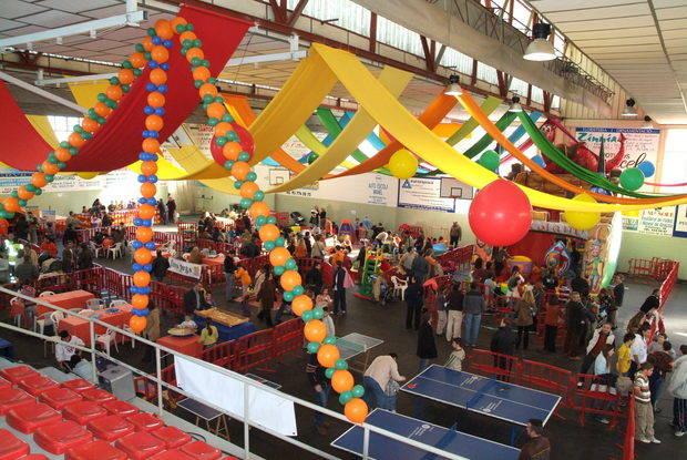 Sant Andreu presenta la campaña navideña para incentivar el comercio local ante la incerteza de la situación política