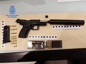 Detienen a un narcotraficante en Castelldefels con cinco kilos de cocaína y armas