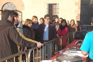 Carme Forcadell, presidenta del Parlament de Cataluña y Lluïsa Moret, alcaldesa de Sant Boi, en el almuerzo Pagés de la Masia Can Julià.