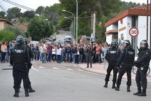 """La Fiscalía denuncia a profesores del IES El Palau de Sant Andreu de la Barca por """"humillar"""" supuestamente a hijos de guardias civiles tras el 1-O"""