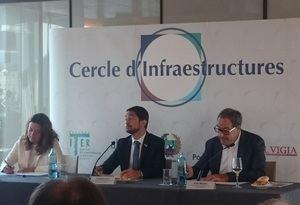 La presidenta del Puerto de Barcelona, Mercè Conesa; el consejero de Territori, Damià Calvet, y el presidente del Cercle d'Infraestructures, Pere Macías.