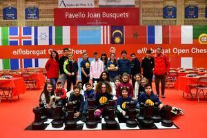 Buen ambiente entre los campeones y campeonas catalanas y los alumnos pratenses.
