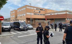 Las fuerzas de seguridad desalojan una nave industrial ocupada en Sant Joan Despí