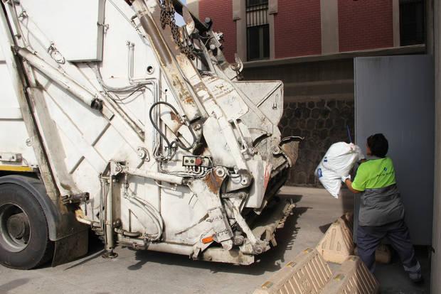 El Port de Barcelona destruye 3,2 toneladas de productos de venta ambulante en menos de un año