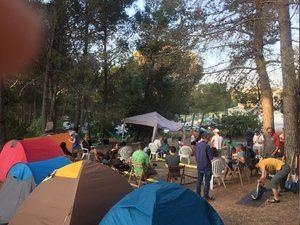 Una imagen de la acampada en el pinar del Castillo.