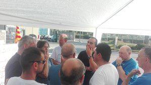 Javier Pacheco, secretari general de CCOO en Cataluña, visita a los trabajadores de Alliance Healthcare del Prat.