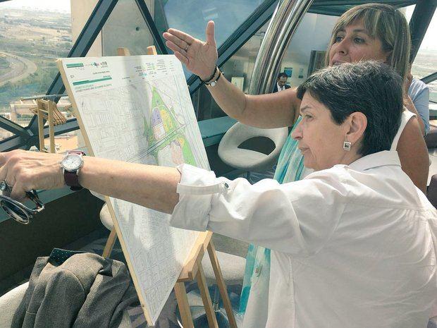 Marín y Cunillera muestran la buena sintonía entre L'Hospitalet y el gobierno