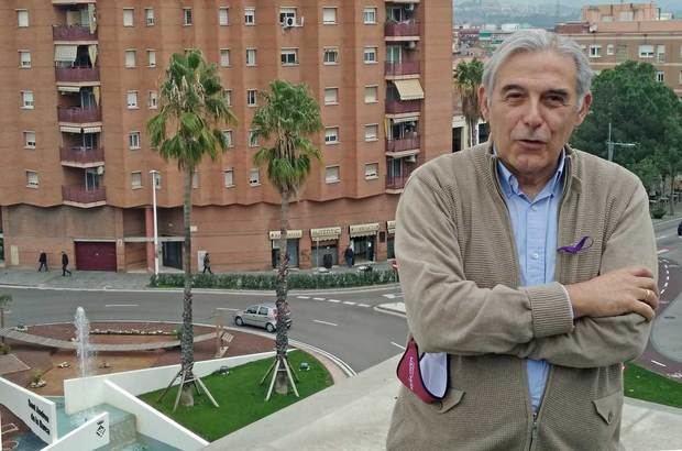 El alcalde de Sant Andreu de la Barca y diputado de Salut pública y Consum, Enric Llorca, reconoce que en sus 40 años como médico nunca había vivido algo similar a la crisis del covid-19