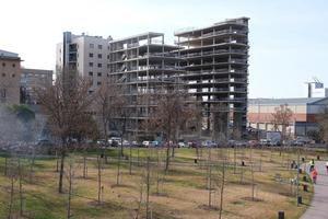 Los 'esqueletos' de los edificios expropiados entre la calle Fontsanta y la avenida de Barcelona.