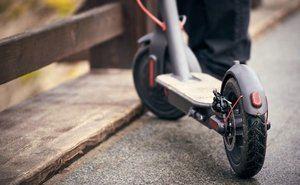 Esplugues pone en marcha una nueva campaña para regular el uso del patinete eléctrico