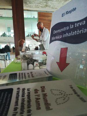 Bellvitge conciencia sobre el uso del inhalador en el Día Mundial del Asma