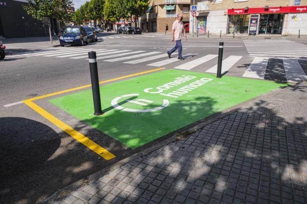 Cornellà invierte 240.000 euros en mejorar los pasos de peatones