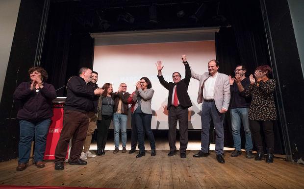 La diputada Eva Granados arropa al candidato socialista de Sant Esteve, Enric Carbonell