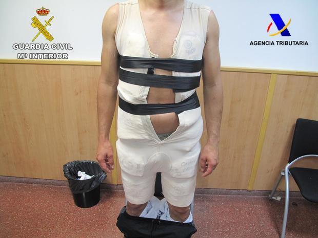 Detenido un pasajero con seis kilos de cocaína bajo una faja en el Aeropuerto de El Prat