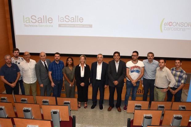 Las empresas participantes de este programa de aceleración junto con Pere Navarro, Josep Miquel Piqué, Josep Martí Santos y Javier la Osa.