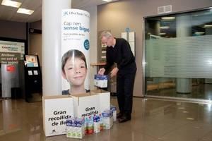 El Baix Llobregat i L'Hospitalet aporten 11.488 litres de llet a la campanya 'Cap nen sense bigoti' de La Caixa