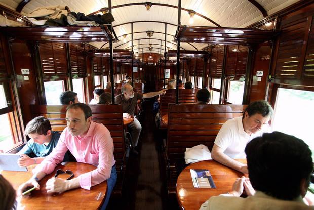 'Montserrat Classic Express 1890', el primer tren restaurant de Catalunya que ja creua el Baix Llobregat