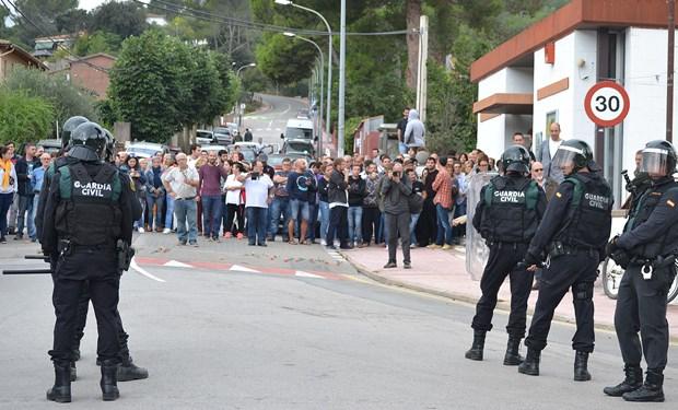 El director y 12 profesores del IES El Palau de Sant Andreu de la Barca tendrán que declarar por sus supuestos comentarios después del 1-O