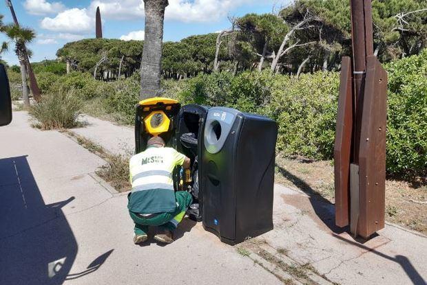 Gavà acondiciona sus playas cumpliendo las exigencias sanitarias de la desescalada del covid-19