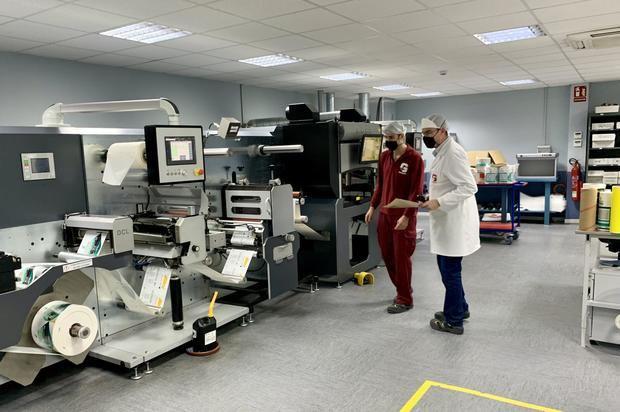 La compañia Germark de Cornellà, la primera de España que podrá etiquetar vacunas contra el covid-19