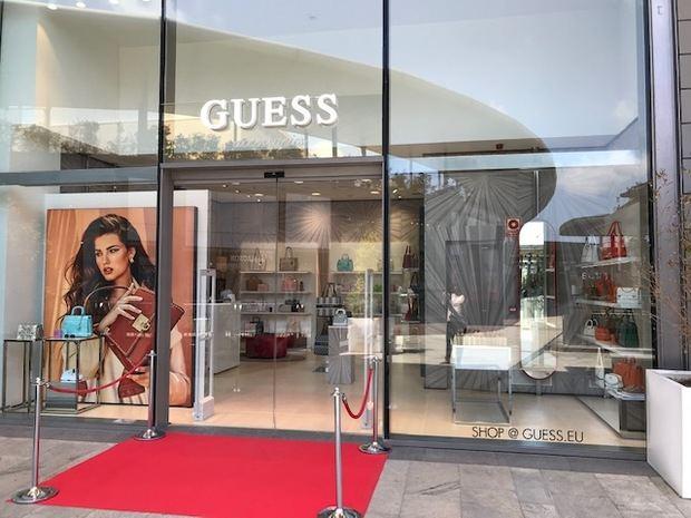 La marca Guess estrena su nueva pop up en el centro comercial Splau