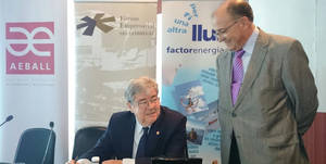 Guillem L�pez Casanovas con el presidente de AEBALL, Manuel Rosillo
