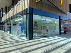 Hawkers inaugura dos nuevas tiendas en el Baix Llobregat