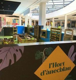 El centro comercial Ànecblau inaugura un huerto para acercar la sostenibilidad a las familias