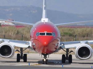 Avión de Norwegian apunto de despegar en el Aeropuerto de El Prat