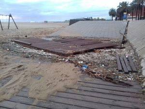 La platja de El Prat de Llobregat, la més afectada pel temporal al sud de l'Àrea Metropolitana de Barcelona