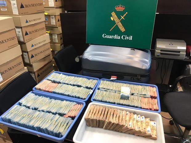 La Guardia Civil interviene un millón de euros en dos maletas en el Aeropuerto