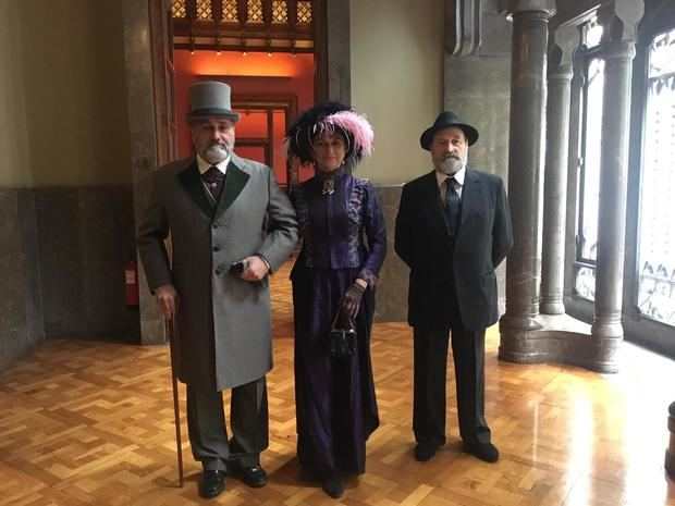 Vestimenta de principios del siglo XX con las que se realizarán las recreaciones durante la fiesta del modernismo en Santa Coloma.