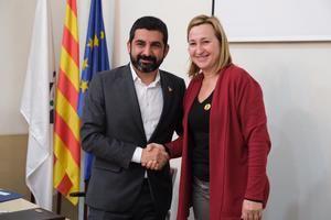 El conseller El Homrani con la alcaldesa Aymerich.