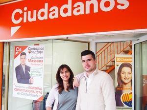 Sonia Motos junto a Guillermo Massana, cabeza de lista de Cs.